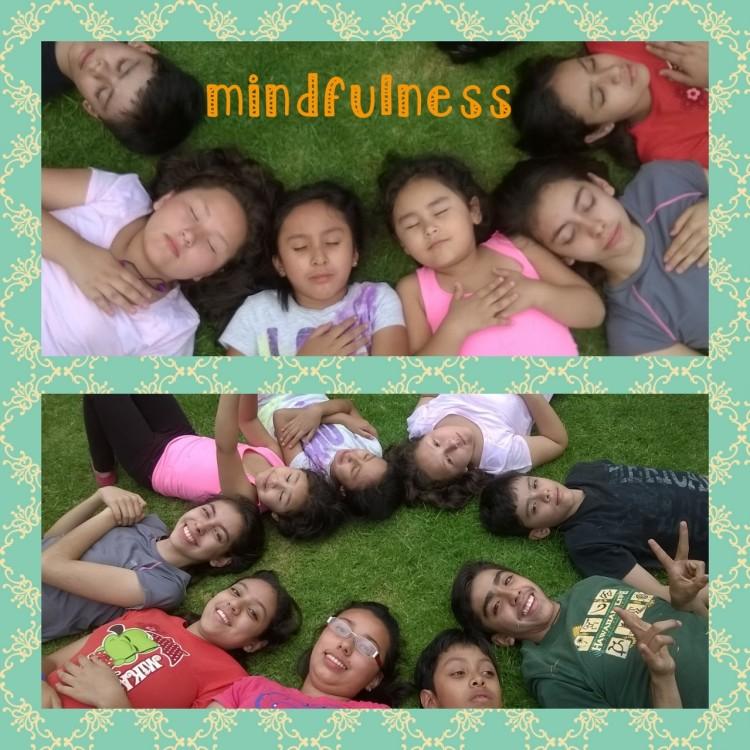 Niños en meditación